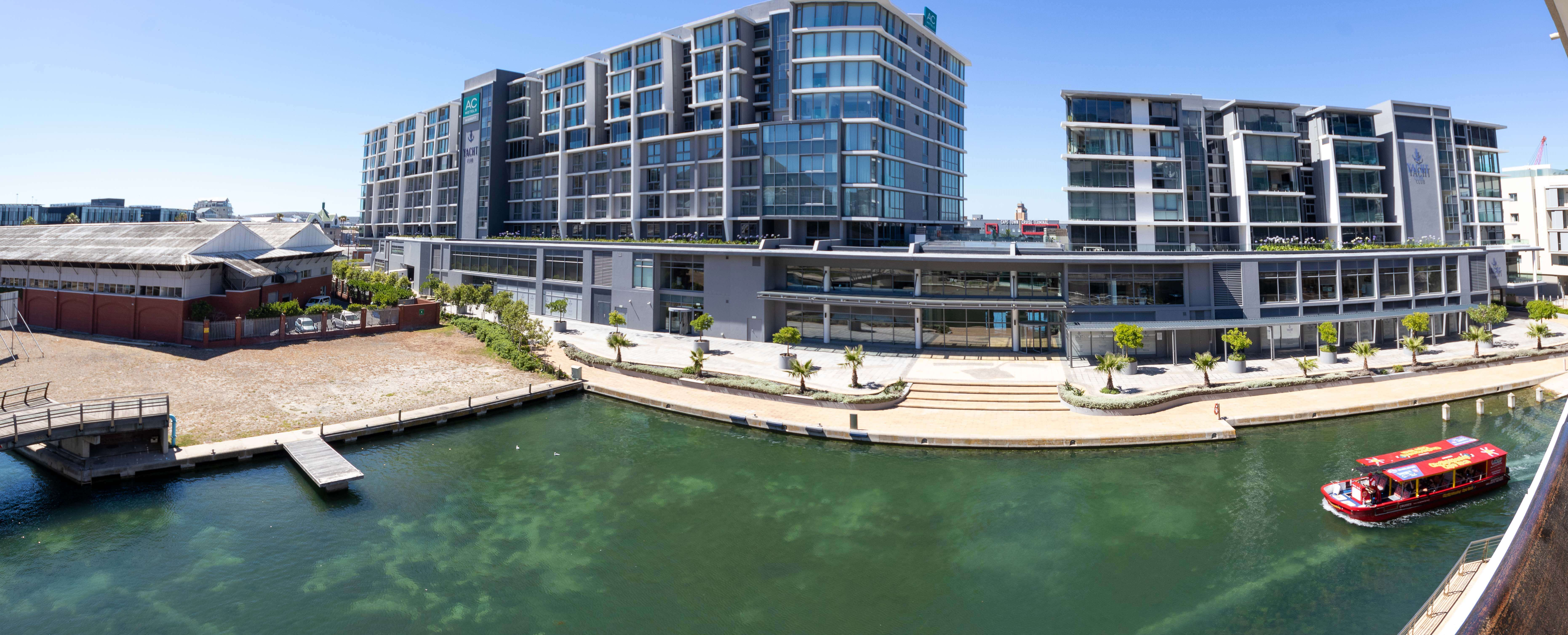 405 Popular Canal Quays at the V and A Waterfront